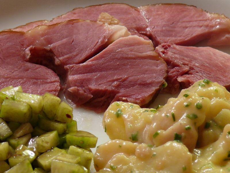 Badisches Schäufele (CP) mit Kartoffel- und GurkensalatJPG