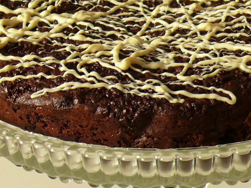 Greystone Bakery Brownie auf Kuchenplatte