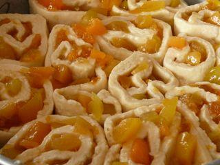 Aprikosen-Rosenkuchen, ungebacken