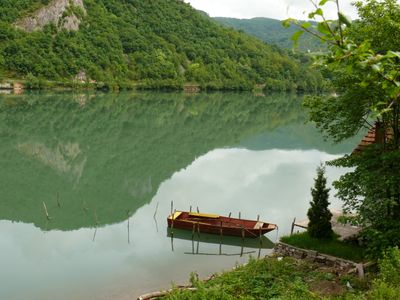 Bosnien - Boot am See