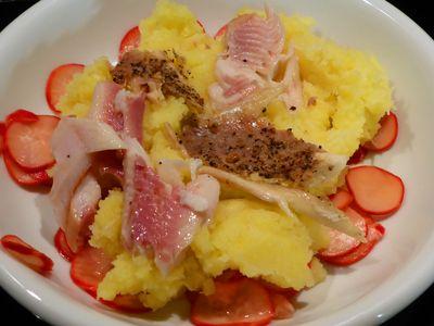 Kartoffel-Meerrettich-Stampf, Forelle, marinierte Radieschen