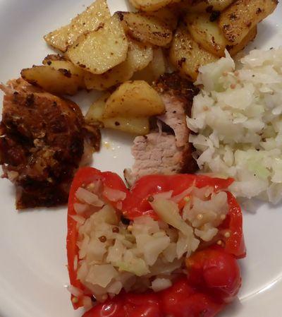 Gef. Paprika, Spießbraten, Bratkartoffeln, Weißkohlsalat