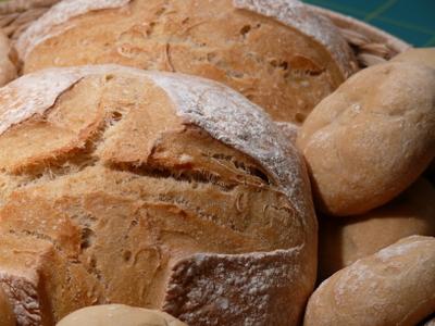 Brot_und_brtchen_aus_weinbrotteig_m